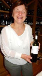 Corinne Dousseau ambassadrice de ses vins à Paris en mai 2015.