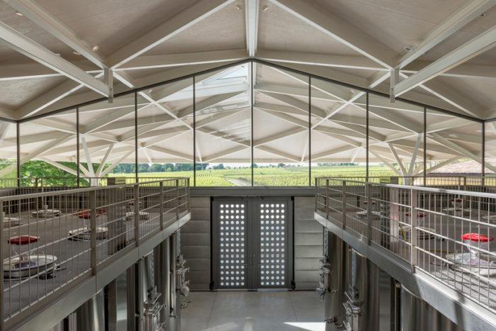Nouveau chai du Château Margaux conçu par l'architecte britannique Norman Foster et inauguré en 2015 (Photo Designboom)