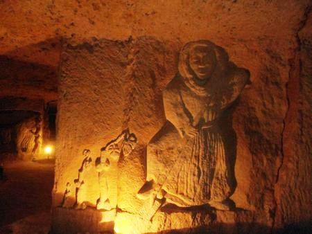 Cave troglodytique à Rochecorbon avec sculptures (Domaine Bourillon d'Orléans)
