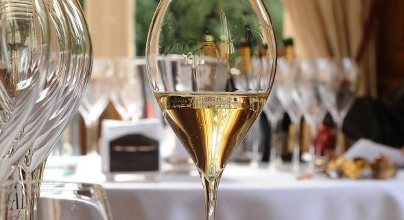 bulles de champagne dico du vin le dictionnaire du vin. Black Bedroom Furniture Sets. Home Design Ideas
