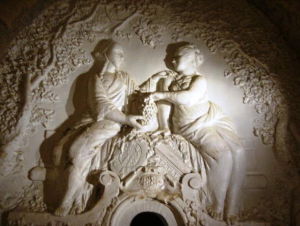 Allégories féminines de Navlet dans les caves Mercier à Epernay
