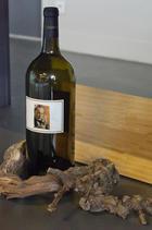 L'une des 150 bouteilles numérotées et signées mises en vente  au profit du programme de recherche sur les maladies du bois de la vigne.
