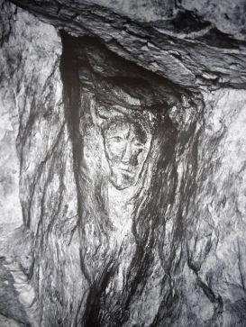 """Dans les crayères de la maison Ruinart, détail transposé par Erwin Olaf : """"Les photos comme le Champagne ont besoin de l'obscurité pour trouver la lumière"""""""