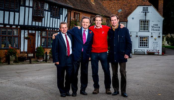 Pierre-Emmanuel Taittinger (deuxième à gauche) et ses associés dans l'achat de 69 ha à Stone Stile Farm dans le Kent
