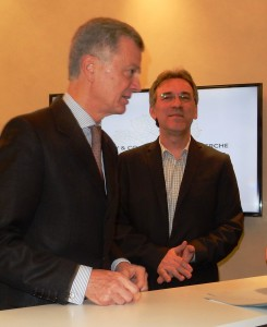 Bernard Peillon président de la maison Hennessy et Patrice Rey enseignant-chercheur lors de la remise officielle de la dotation à Paris le 1er février 2016