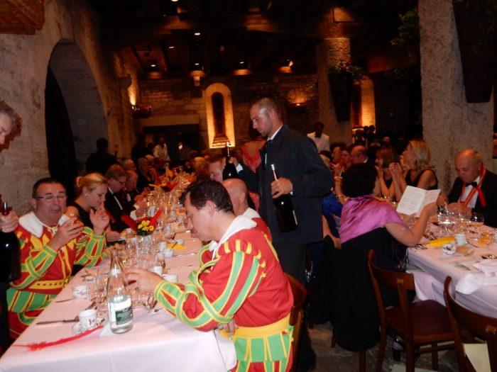 Clos de Vougeot, l'un des 16 dîners du Chapitre, celui de l'Equinoxe (septembre 2016) lors de la 9e édition de Livres en vignes.