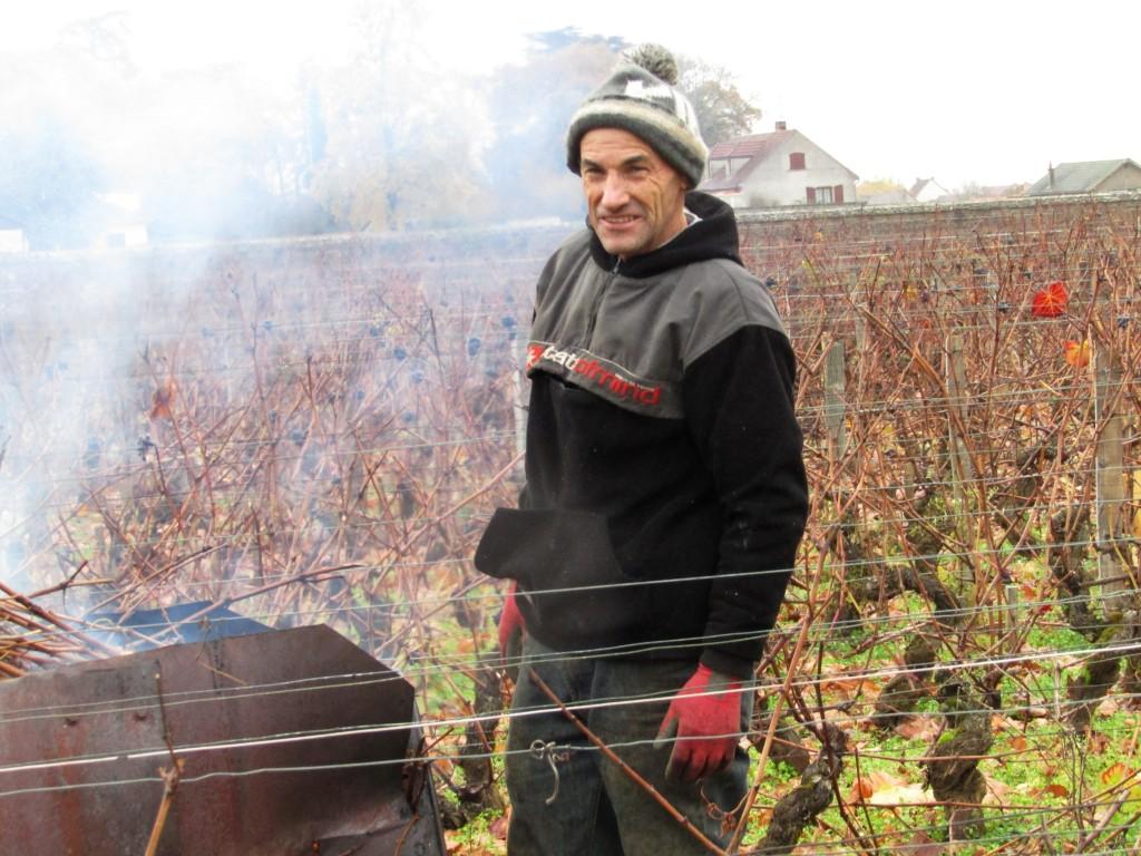 """A la sortie de Gevrey-Chambertin, ce jeudi 17 novembre, on travaillait sur ce Premier Cru """"Au Closeau"""" du domaine Drouhin-Laroze (Photo FC)"""