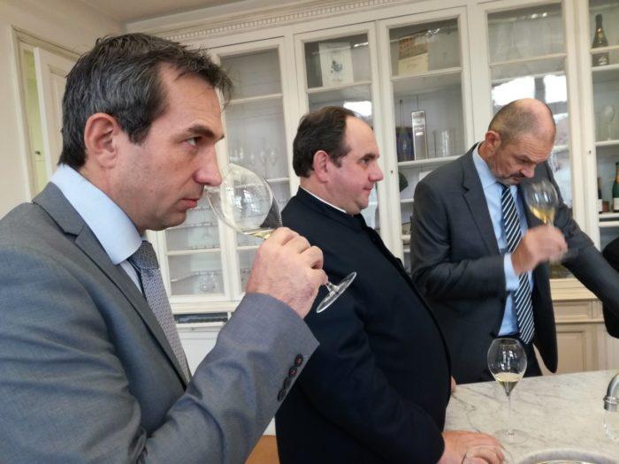 Damien Cambres, Hubert de Billy et Laurent d'Harcourt lors d'une dégustation de Brut Vintage Magnum 2008, 2006, 2004, 2002 et 2000 (Photo FC)