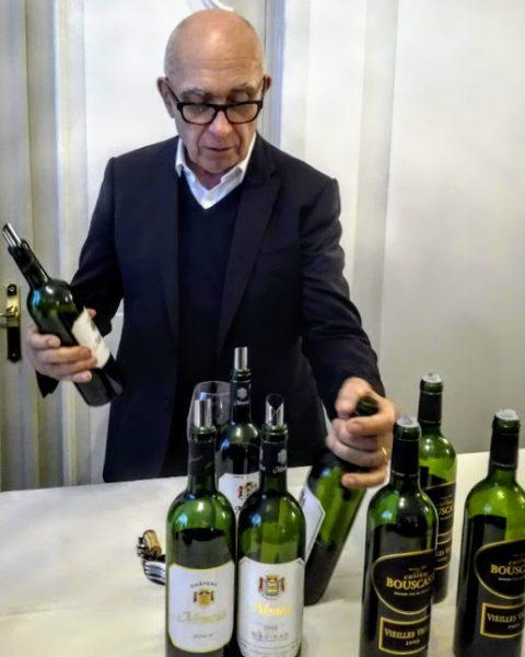 Alain Brumont et ses cuvées millésimées 2009, 1999, 1989 à Paris en mai 2019 (Photo FC)