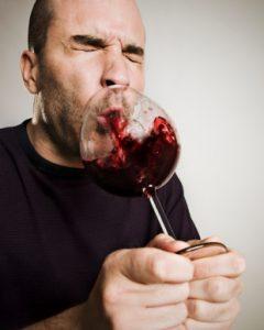 L'astringence, cette sensation de sécheresse, cette âpreté, cette rugosité en bouche qu'apportent certains vins rouges jeunes (DR)