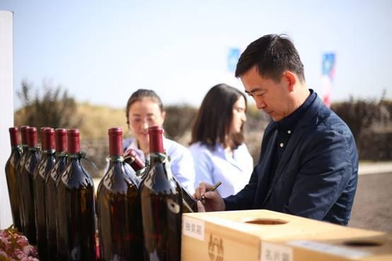 Le professeur Demei LI, sans doute l'un des plus brillant oenologues consultants de Chine. Il a été formé à Château Palmer (Margaux)