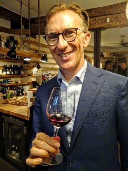 Pour cette foire aux vins 2018, l'enseigne a fait appel à Paolo Basso, meilleur sommelier du monde qui a retenu 110 pépites parmi l'offre des hypermarchés Carrefour, ici au restaurant INARO 0 Paris près de la Républiqueen septembre 2018 (Photo FC)