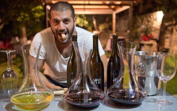 Maher Harb de Sept Winery devant ses vins. Sous l'étiquette Sept Winery figure la syrah de Nehla (un vin splendide !) et le cabernet sauvigon de Nehla en biodynamie plus, la Cuvée du Soleil, un rouge bio, et deux blancs, obeideh et viognier (Photo Wine Explorer)