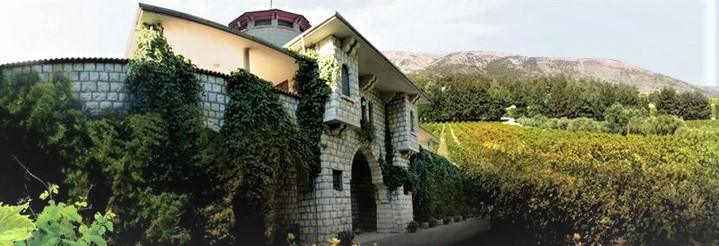 Château Kefraya propriété de la famille Bustros depuis 1979, est un domaine de près de 450 ha créé dans la vallée de la Békaa occidentale pendant la guerre civile au Liban. Le vignoble situé à 1000 m d'altitude, sur les contreforts du mont Barouk, est une mosaïque de terroirs : argilo-calcaire, caillouteux, argilo-limoneux, sableux et galets roulés.