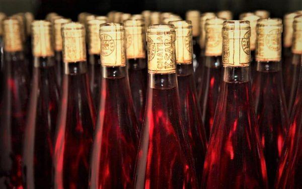 Le rosé emblématique de Château Ksara, lancé pour la première fois il y a 40 ans, élaboré à partir du cabernet franc et de la syrah ; un vin vif, presque rose fluo. Dernier né ce Château Ksara, Sunset 2016 : cabernet franc 60 %, syrah 40 %. Il est obtenu par saignée. Après 10 à 12 heures de macération, la fermentation est effectuée à 18 °. Médaille d'Or au Mondial du Rosé 2017 à Cannes.