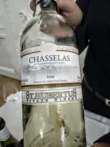Chasselas du Canada 2016 VQA (AOC) Okanagan Valley, région de Kelowna (sud de la Colombie-Britannique) de St Hubertus Estate Winery Ltd. Des vignes plantées en 1995 sur des sols limoneux et sablonneux. La production est de 12300 bouteilles (20 dollars canadiens). Garde 4 ans (Photo FC)