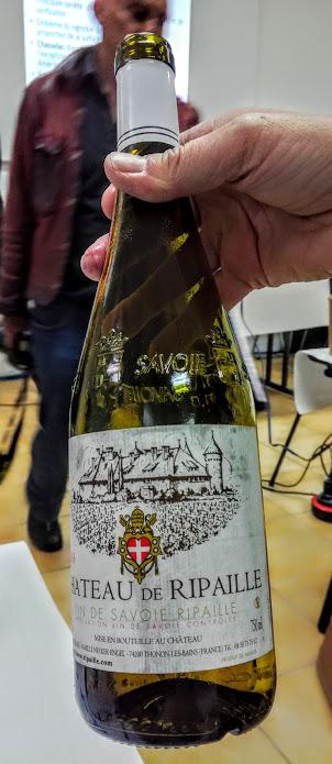 Ce chasselas de Savoie, Château de Ripaille 2016 (Savoie AOC Ripaille), issu d'un sol graveleux, vieilli 10 mois en cuves inox est produit à 130 000 bouteilles. A garder 4 à 5 ans (Photo FC)