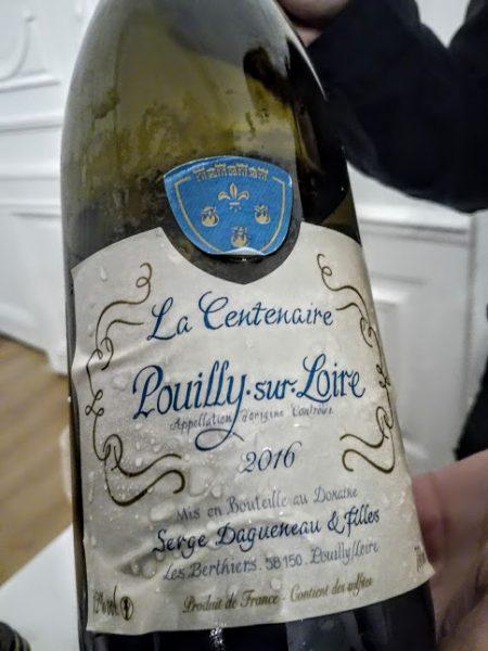 Ce Pouilly-sur-Loire La Centenaire 2016 du Domaine Serge Dagueneau et Filles est issu de vignes de plus de 110 ans, élevé en cuve inox, 6 mois sur lies fines (11 €). Garde de 3 à 6 ans (Photo FC)