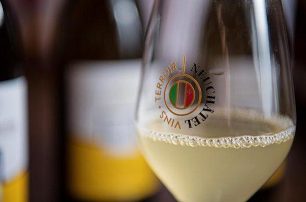 Le Neuchâtel Non Filtré est le premier vin suisse de l'année. Il sort comme le veut la tradition les troisièmes mercredi et jeudi du mois. Ce chasselas à la couleur trouble surprend par sa fraîcheur et sa rondeur. Loin des caractéristiques habituelles de ce cépage, il présente des arômes fruités ou minéraux selon les terroirs, et offre même des saveurs exotiques.