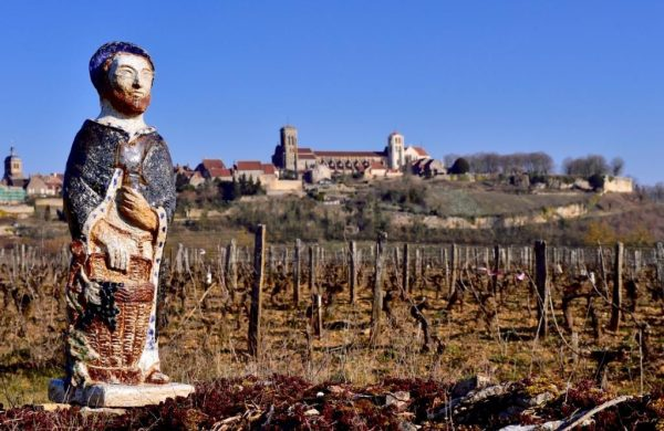 Après Chablis (en 1996 et 1999) et Irancy (en 2016), Vézelay est la troisième commune de l'Yonne à avoir accueilli la Saint-Vincent Tournante en janvier 2019. Une date qui marque cette jeune appellation village décrochée en 2017.