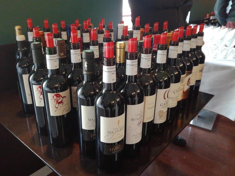 La France est le deuxième producteur mondial de vin mais le premier en valeur (ici, lors d'une dégustation de Bordeaux) Photo FC